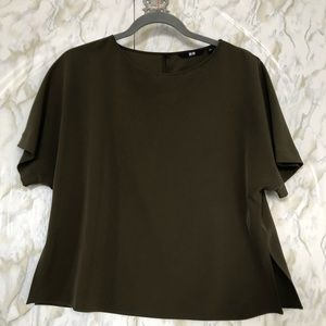 Uniqlo X-small olive green tee short sleeve top
